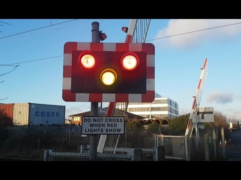 Manor Way Level Crossing, East London (*Rare Pedestrian MCB-OC*) (14/01/2017)