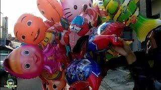 Beli balon helikopter di pedagang balon keliling