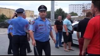 Tifozët e Tiranës qëllojnë policinë me pjesët e stolave dhe gurë -RTV Ora News- Lajmi i fundit-