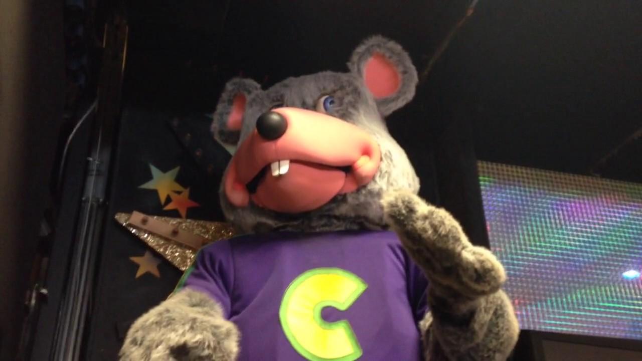 Creepy Chuck E. Cheese Animatronics