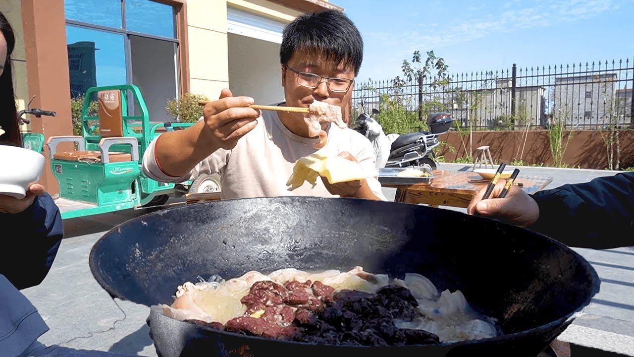 入冬前,吃第一顿杀猪菜,4斤猪肉1斤面饼,连汤底都不放过,真香【徐大sao】