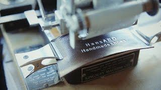 HansABO 代表の大塲真由美さんは50年以上も靴職人を続ける小島氏に師事...