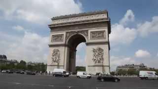 A PARIS AU MOIS D