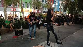 Download lagu Bloodshed menggegarkan Sogo dengan lagu berhantu Sri Kandi Cintaku.