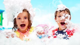 Bath Song | Katy and Max Pretend Play in a bubble bath