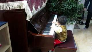 100215 Chíp chơi Piano