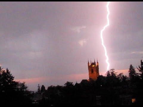 Orage spectaculaire avec foudres sur Vevey (Suisse) et tonnerre fracassant!, very loud thunderstorm!