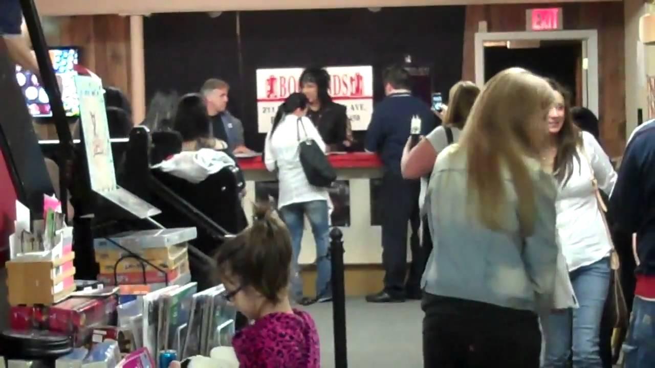 Another Vid of the Nikki Sixx Book Signing Bookends Ridgewood NJ