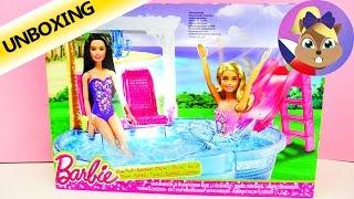 Barbie Glam Pool | Bazén se skluzavkou, lehátkami a osvěžujícími koktejly