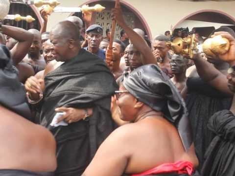 King of Ashanti Kingdom dancing