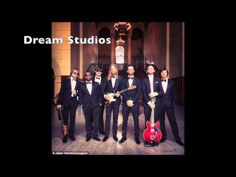 Maroon 5 - Sugar Official