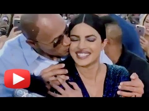 Dwayne Johnson HUGGED Priyanka Chopra In PUBLIC | Baywatch World Premiere Miami