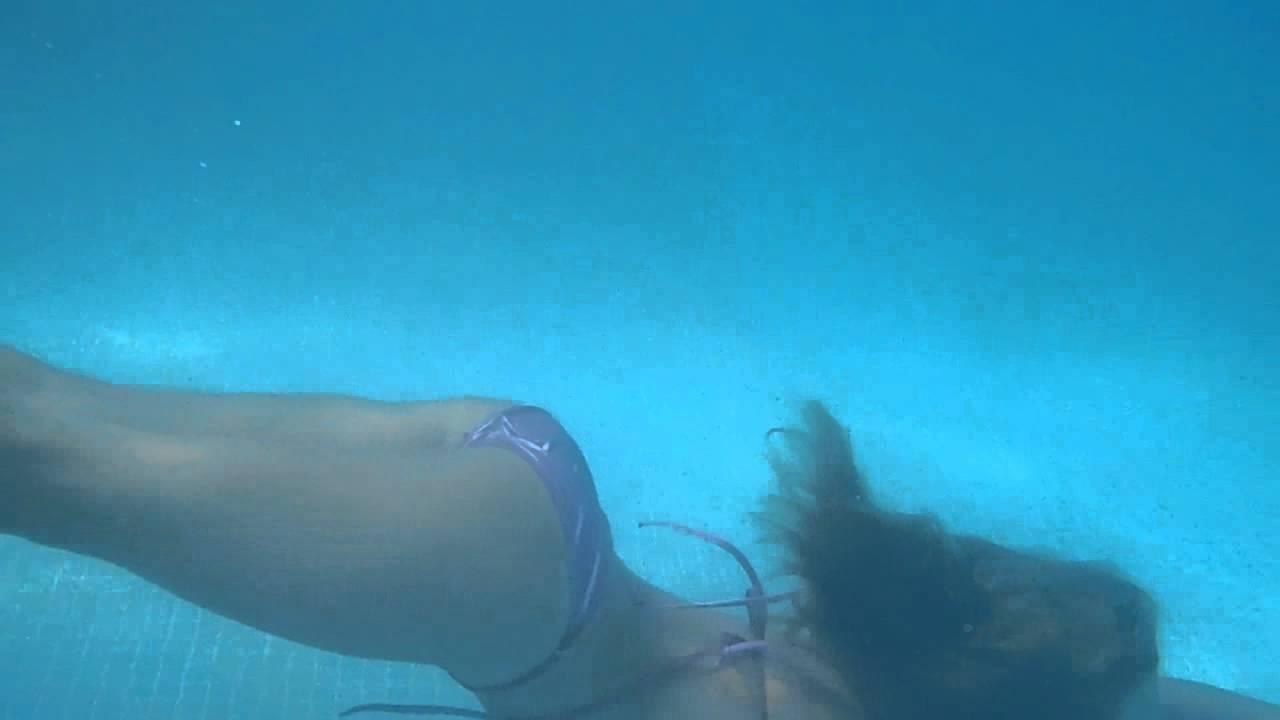 Chica sexy en bikini sola en casa - 3 part 10