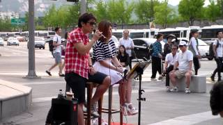 "Seoul Street Artist singing Sung Si Kyung's ""Every Moment Of You"" [Seoul Adventures]"