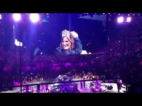 Singing Happy Birthday to Trisha Yearwood at Dallas concert 9/19/15