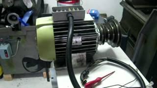 Moteur bi-vitesses tri sur variateur