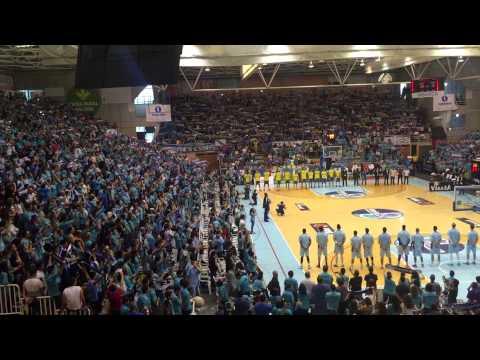 Impresionante himno gallego final Adecco Oro entre C.B. Breogán y C.B. Ourense. 31/05/2015