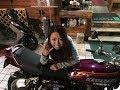 女性ライダーと素敵な男子 Kawasaki W400 カワサキ・W400 スズキ・ハヤブサ Suzuki HAYABUSA Vジャンプ 美人モデ