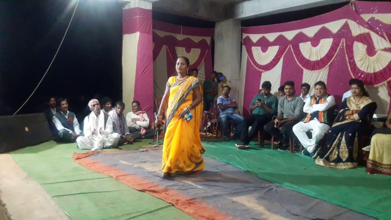 दुर्गा पूजा ameratoli लक्ष्मी देवी के गीत में मांदर सम्राट सुदामा सिंह ने जशपुर विधायक जी का मन मोह