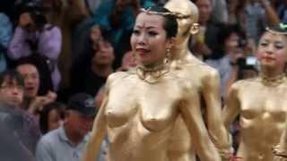 Repeat youtube video 2012/10 大駱駝艦金粉ショウ、大須大道町人祭1 スロー