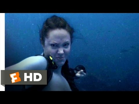 lara-croft-tomb-raider-shark-punch-video