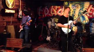 John Chee & David Shafran playing Pink Floyd at the Crazy Elephant SIngapore