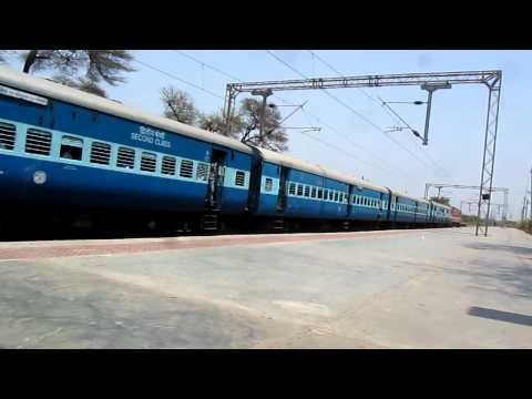 59050 Viramgam Valsad Passenger with BRC WAP4E # 22395 at Nandesari