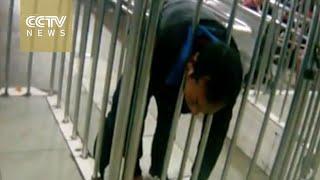 بالفيديو.. أغبى محاولة هروب في محطة قطار يابانية