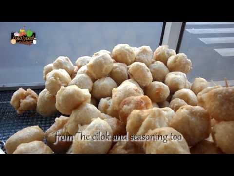 Indonesian Street Food Fried Cilok at Kebayoran Lama! [Eng Subtitle] -  Happy Indonesia