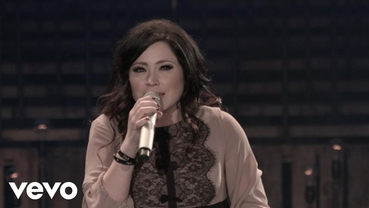 Kari Jobe - How Majestic (Live) - YouTube