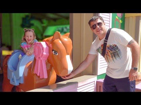 Настя и папа в парке аттракционов - Влог