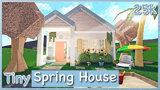 Bloxburg - Tiny Spring House Speed-build