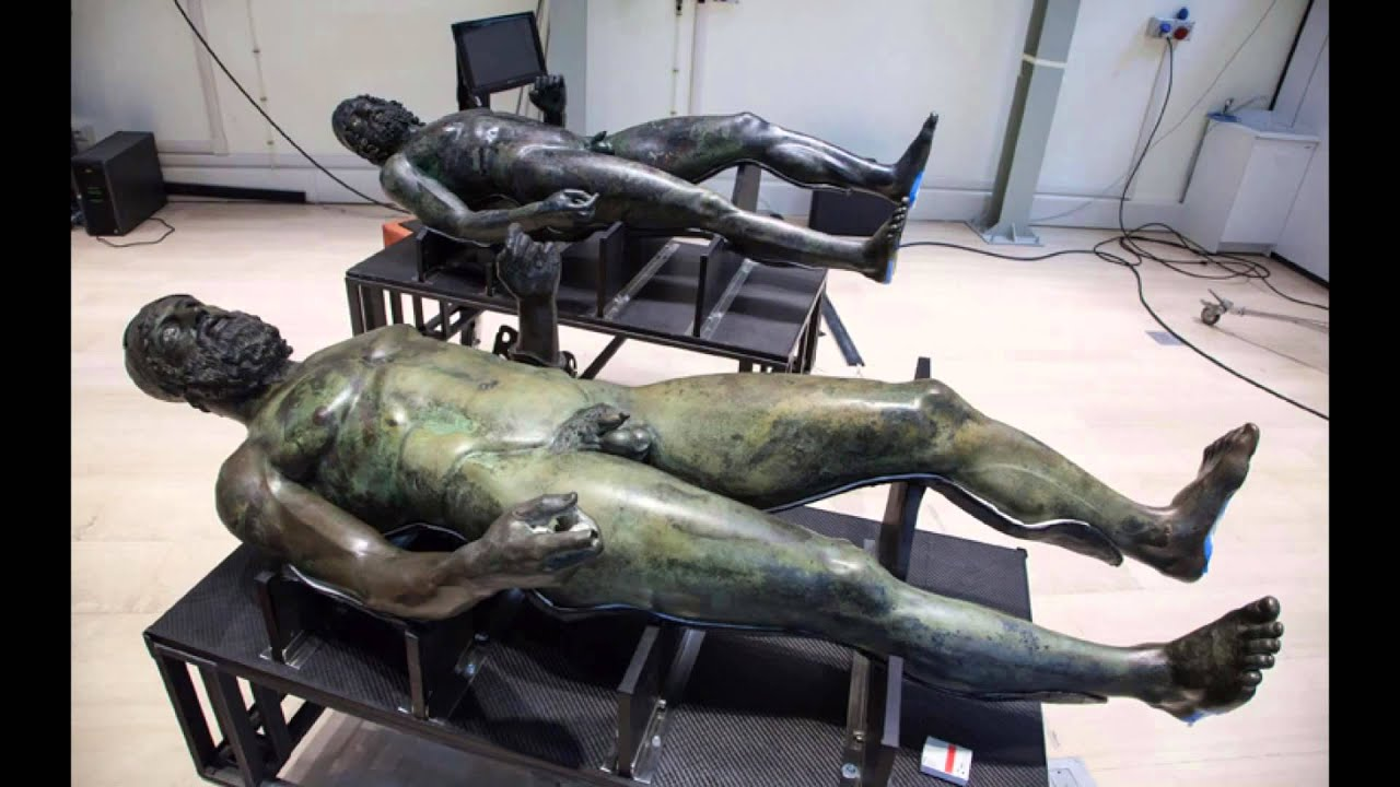 bronzi di riace gay