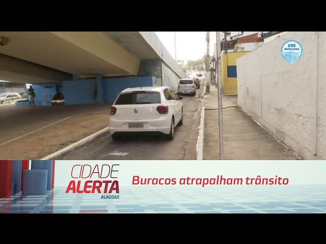 Buracos atrapalham trânsito e causam transtornos na Mangabeiras