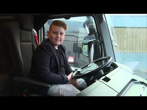 Marius conducteur de camion à 9 ans