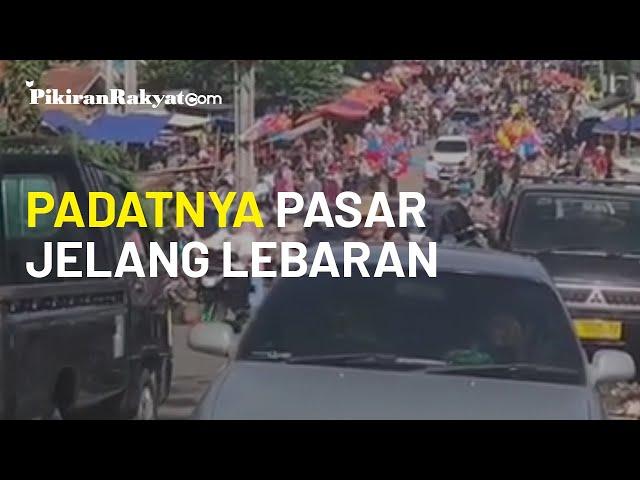 Padatnya Kawasan Pasar Kramatwatu, Kabupaten Serang, Satu Hari Jelang Hari Raya Lebaran