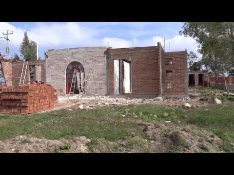 Trabajando en la remodelacion del Templo de Vallecitos