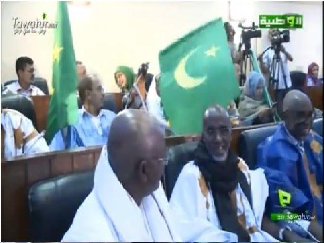 شيوخ المعارضة يرفعون العلم الحالي في جلسة نقاش التعديلات الدستورية - قناة الوطنية