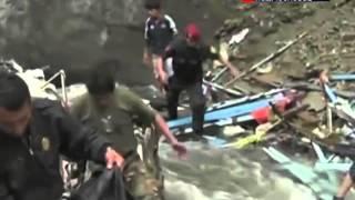 В Перу грузовик с людьми свалился в пропасть