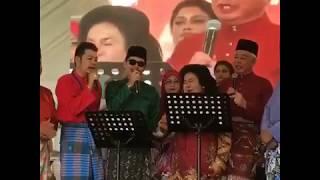 Layan Kak Mah nyanyi ngan Tok Jib