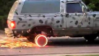 اقوى حرق كفرات سيارة في العالم !!