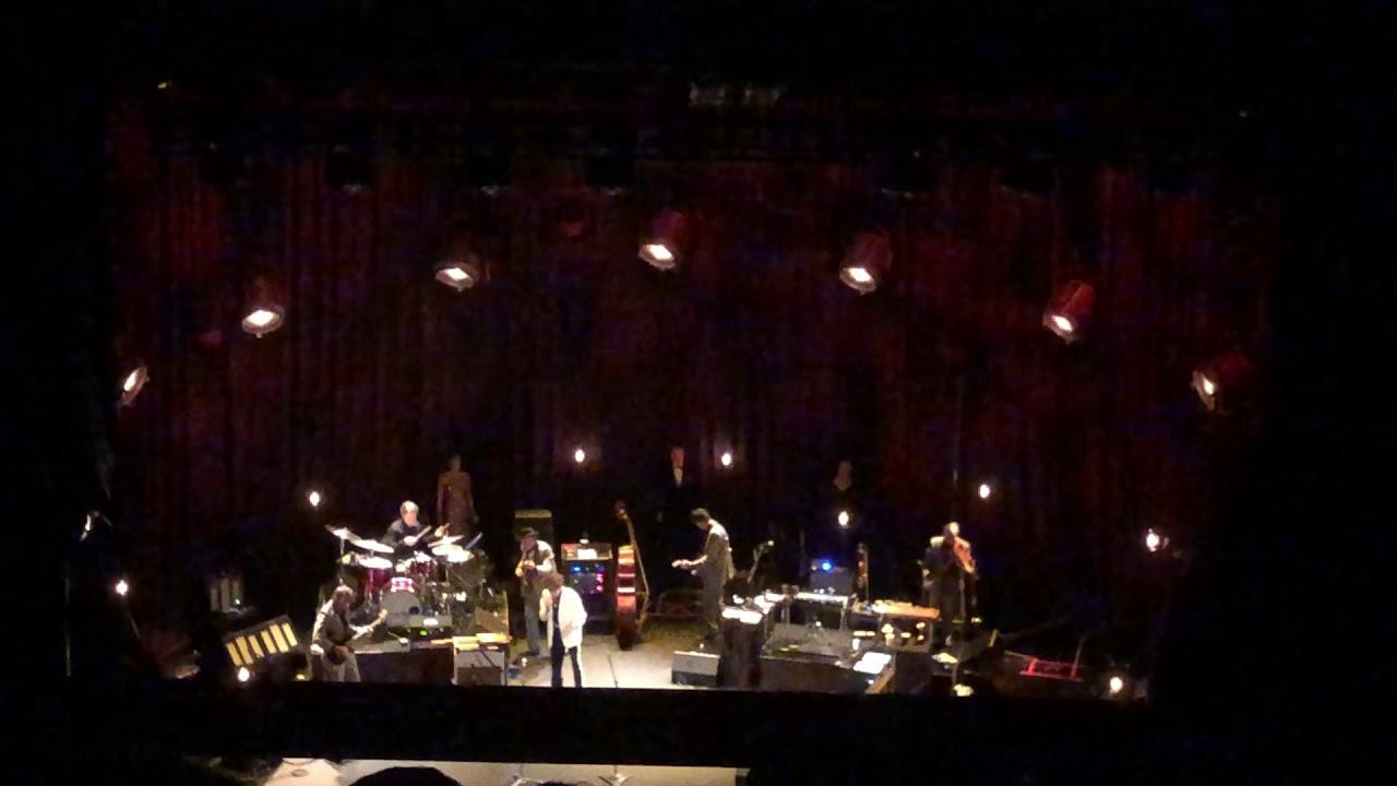 Bob Dylan began 10-show Beacon Theatre run (videos, setlist)