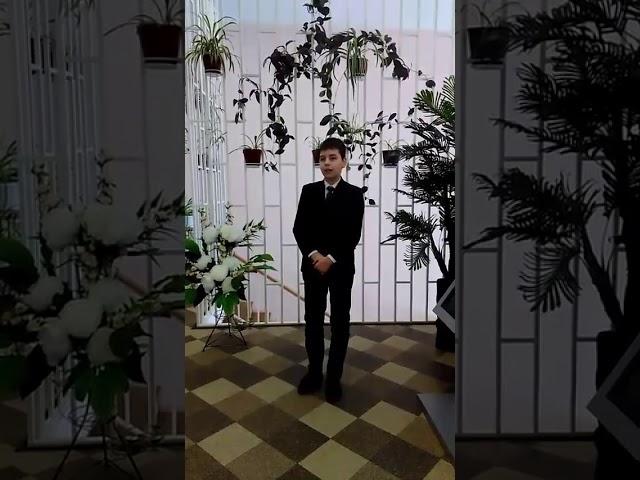 Изображение предпросмотра прочтения – АлександрПетров читает произведение «Девушка пела в церковном хоре» А.А.Блока
