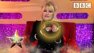 Dolly Parton used her NAILS to play the song '9 to 5'! @The Graham Norton Show - BBC