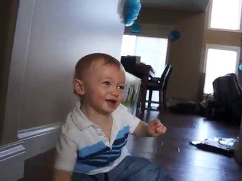 baby loves balloon pop