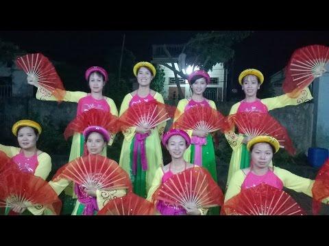 Múa Hát chèo: Từ quê hương em hát do Đội văn nghệ xóm 7 biểu diễn WP 20141115 20 30 05 Pro