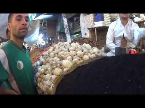 Purchasing green coffee in Souk of Sanaa, by yemeninteractive.com