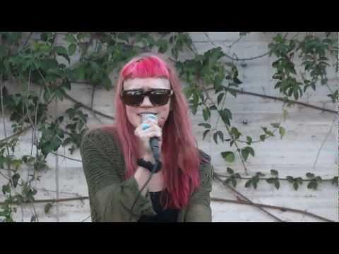 Grimes Performing Vanessa Live