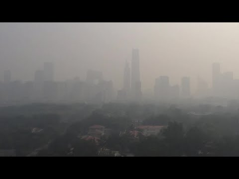 Air pollution: Indian capital tries to blast smog out of air with jet engines - Compilation