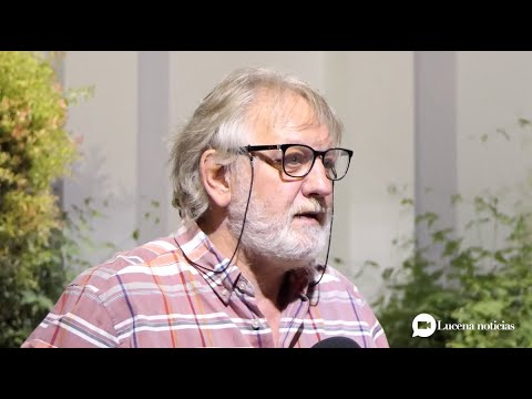 """VÍDEO: Luis Felipe Comendador presenta en Lucena su poemario """"Estrafalarios"""""""
